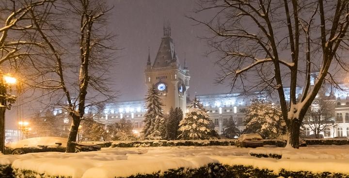 O zi si o noapte sub imperiul ninsorii inIasi